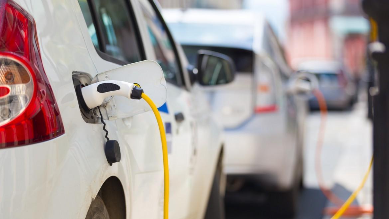 Le marché du pétrole est-il menacé par la popularité des voitures électriques ?